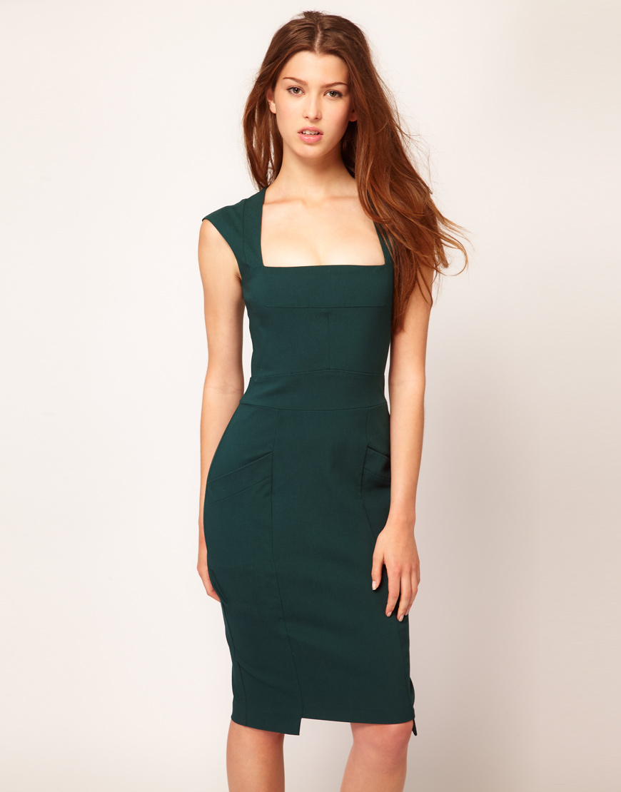 Вырез на платье каре