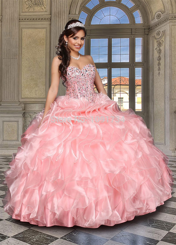 Imágenes de Vestidos Para 15 Años en Color Rosa. Este vestido de quince años rosa pálido tiene escote en V, bordado en color rosado fuerte y pedrería trasparente en el top. Pues este vestido es ideal para una chica romántica.