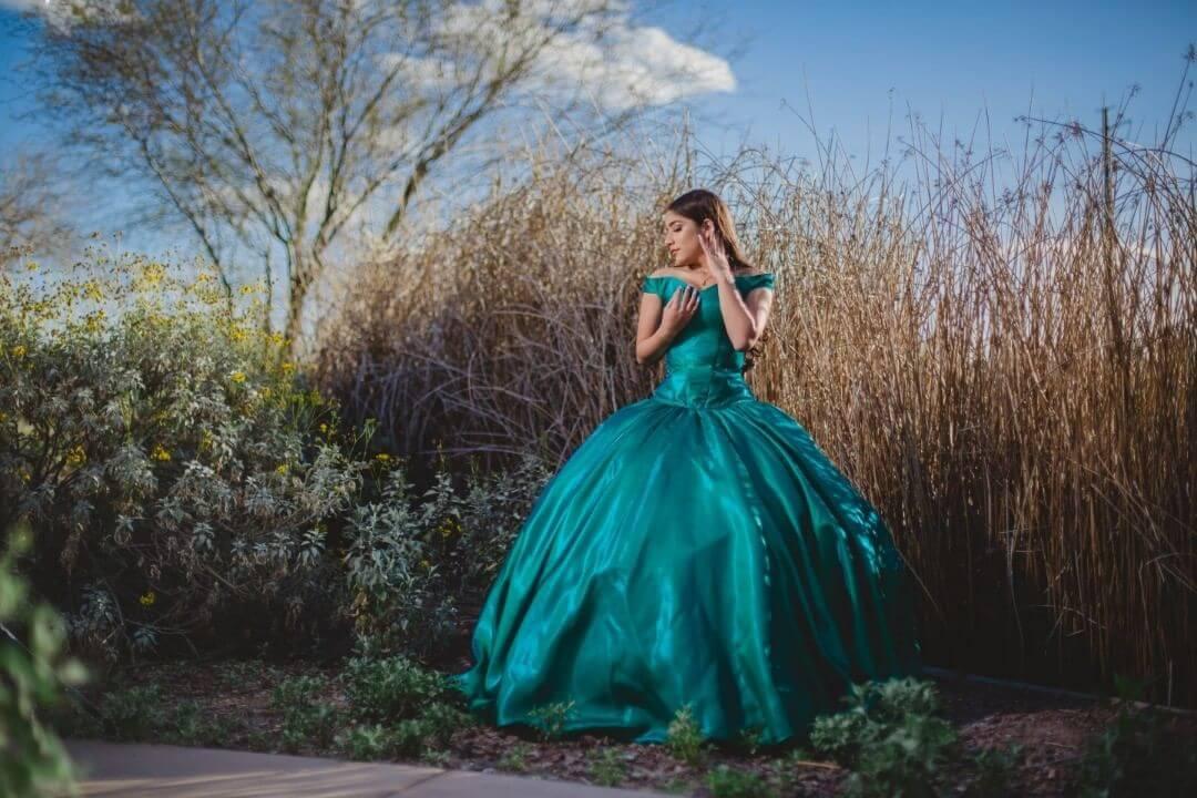 vestidos de 15 corte princesa color turquesa o verde esmeralda