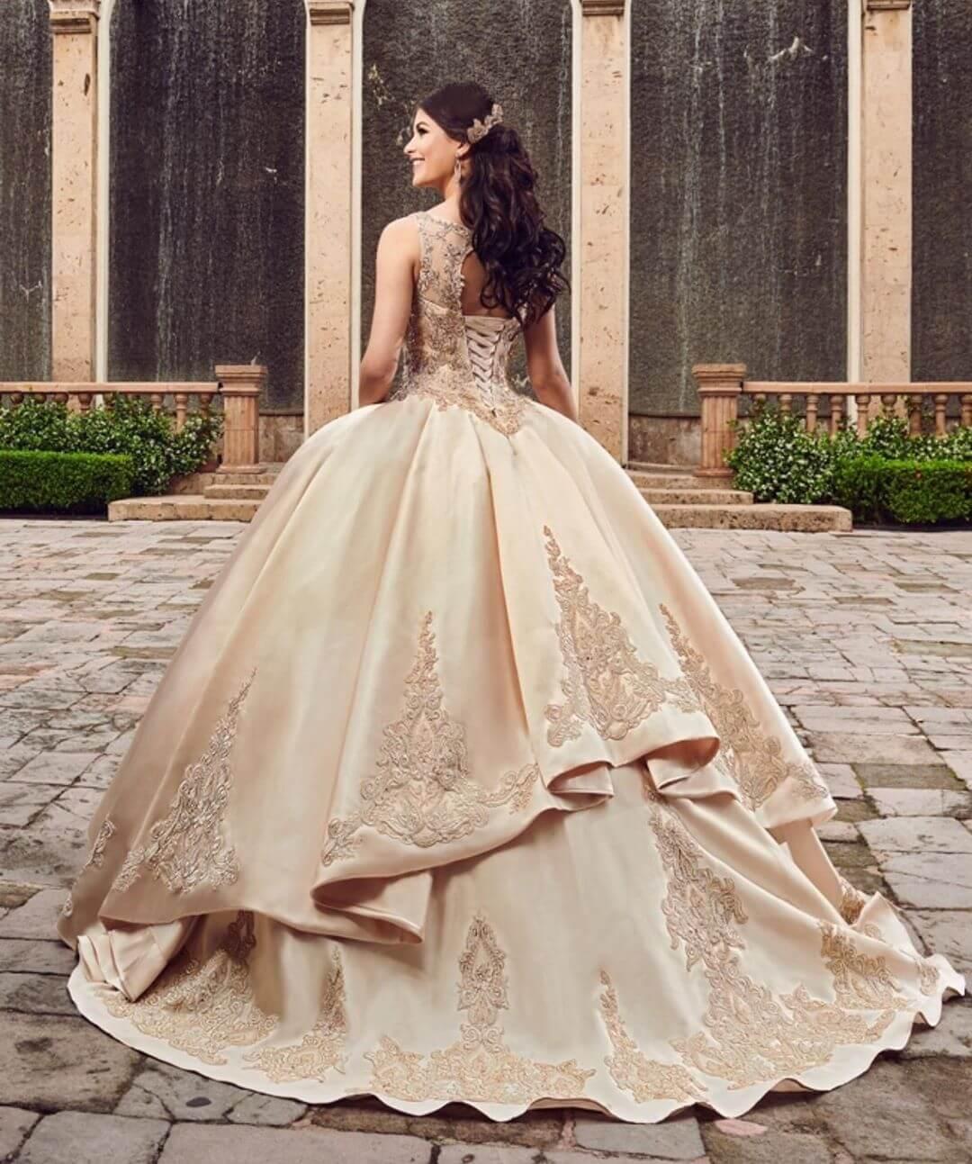 vestidos de quince corte princesa color champagne o dorado