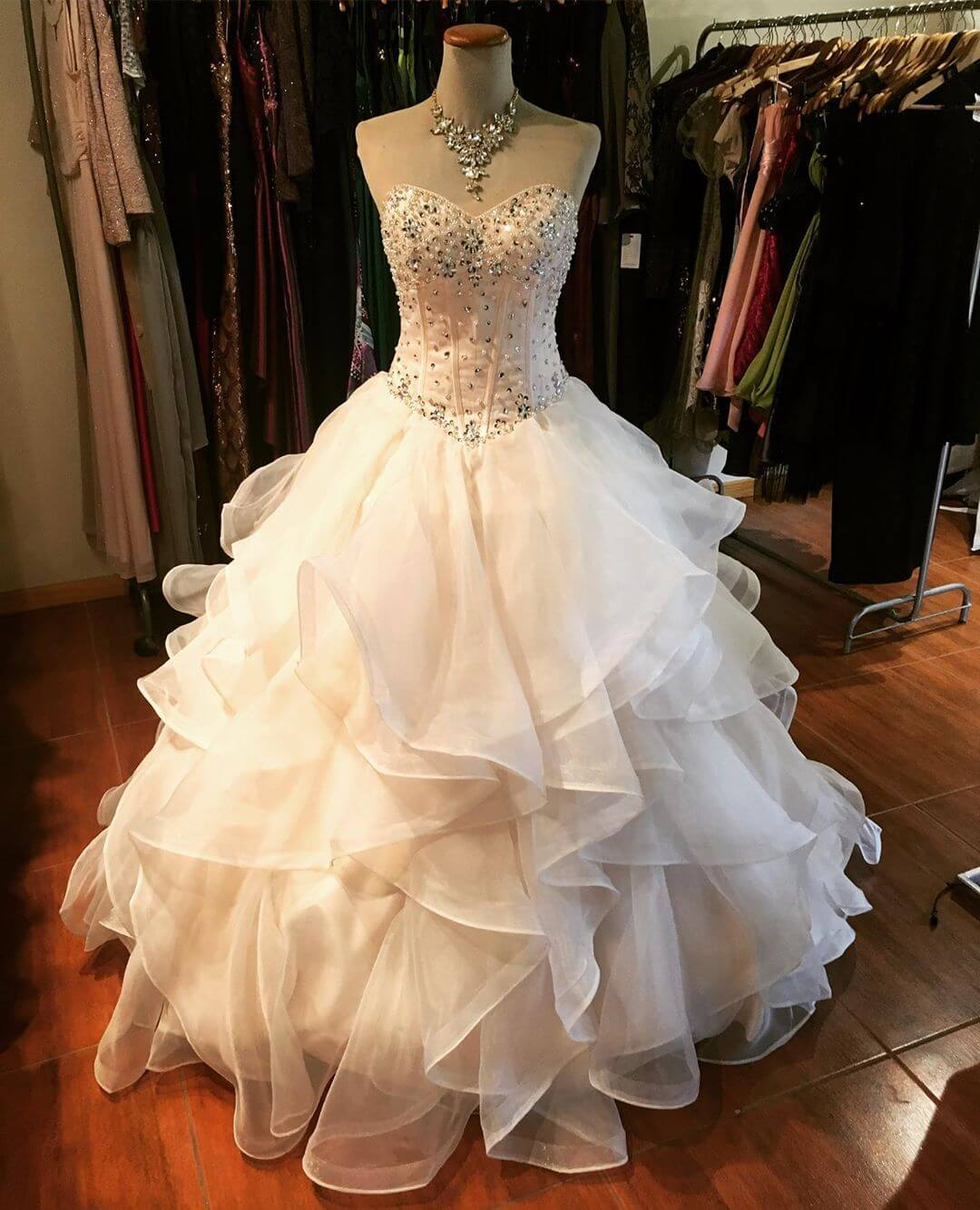 vestidos para 15 anos corte princesa blanco con volados