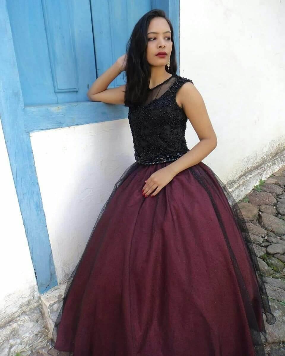 vestidos para 15 anos corte princesa borravino y negro