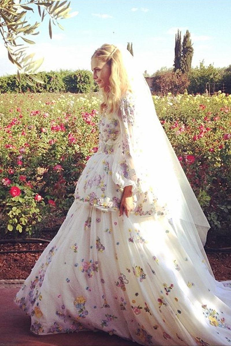 vestidos_de_novia_con_flores_angelina_jolie_y_poppy_delevingne_215457903_800x