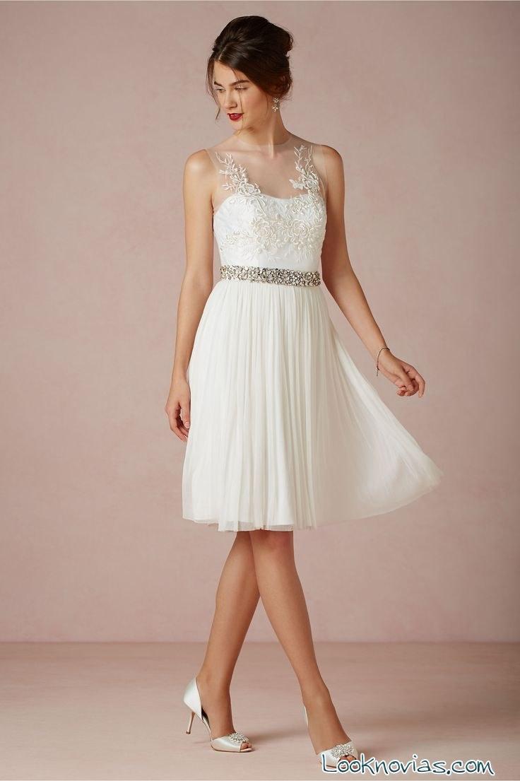Vestido de novia corto sin mangas
