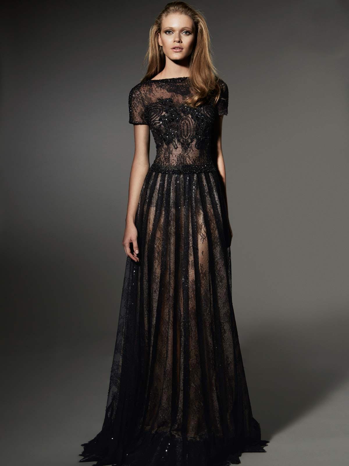 Los accesorios para vestidos negros de noche son muy importantes al igual que para un vestido de fiesta de día. Todas las mujeres necesitan de un vestido negro de noche como una ropa básica dentro de su ropero, ya que en la hora menos pensada puede llegar una invitación para que acudan a un evento de noche.