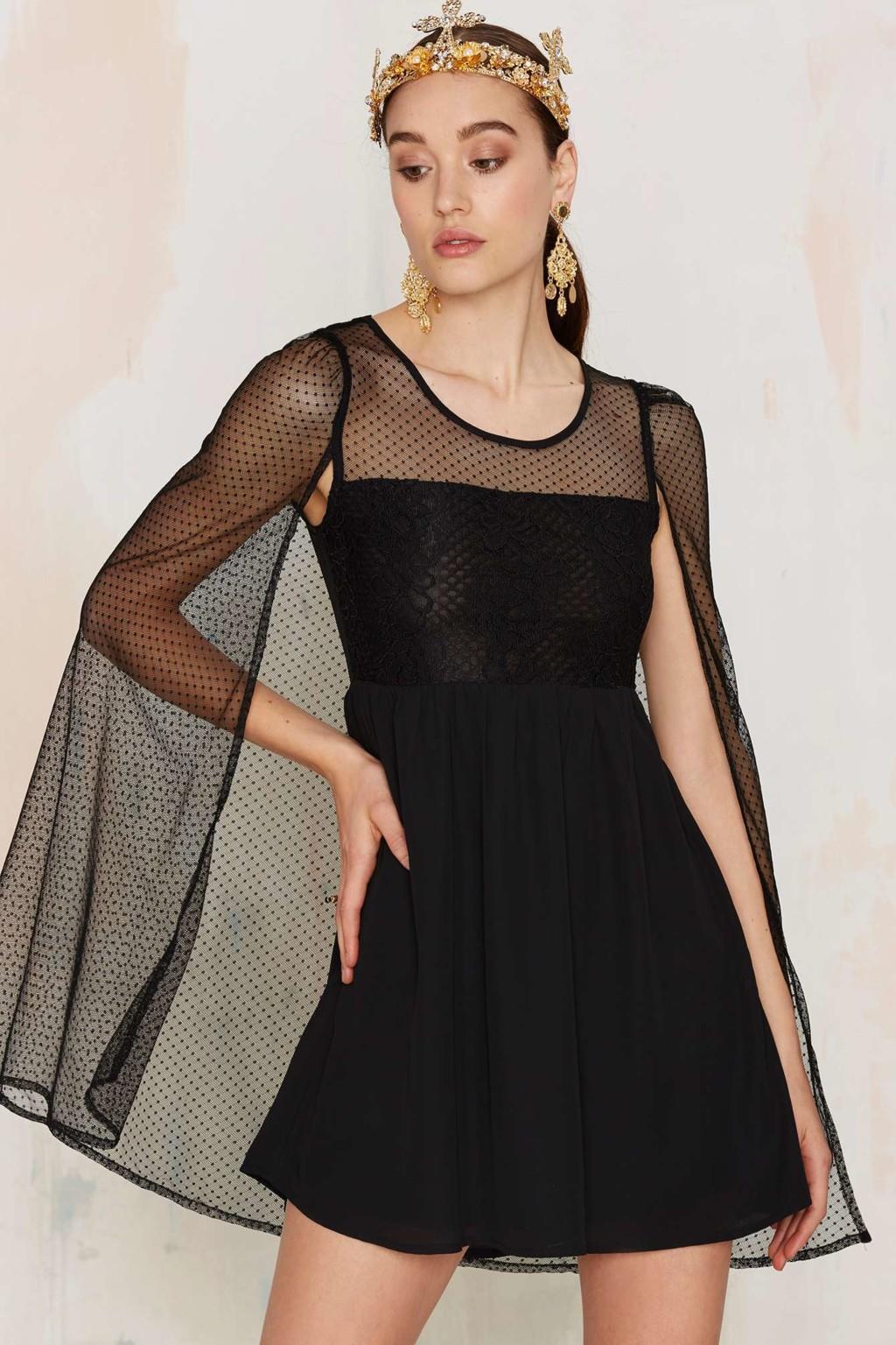 Vestido corto con capa 2