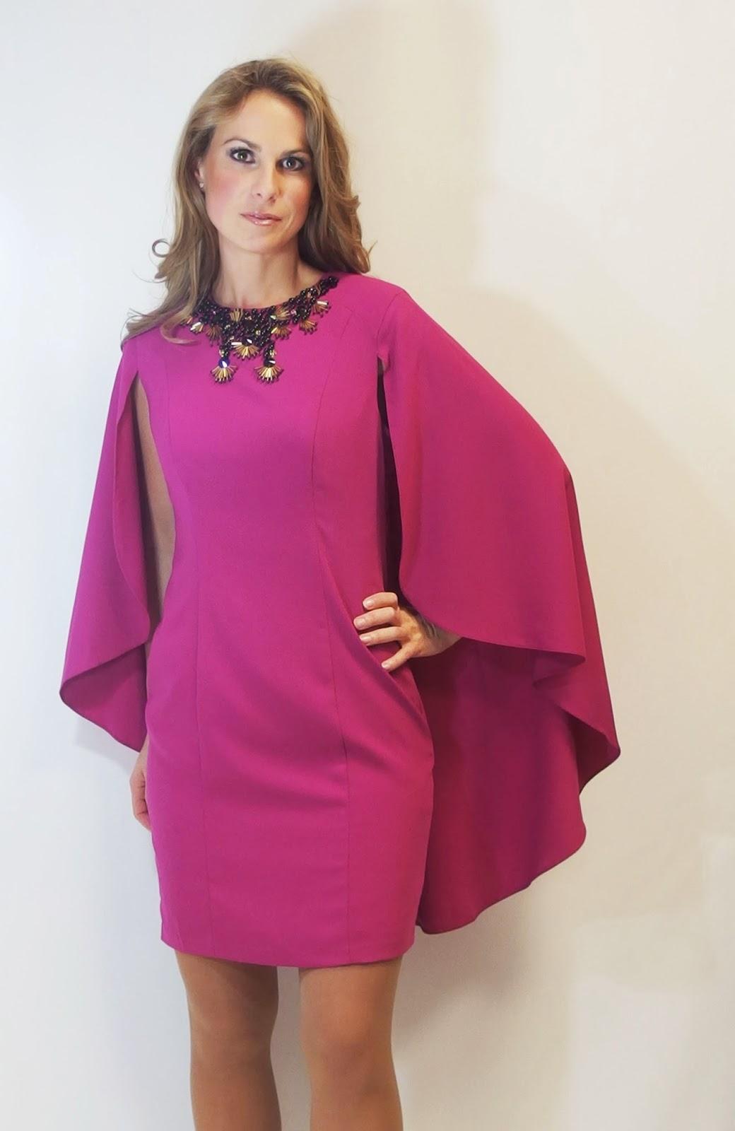 Vestido corto con capa 9