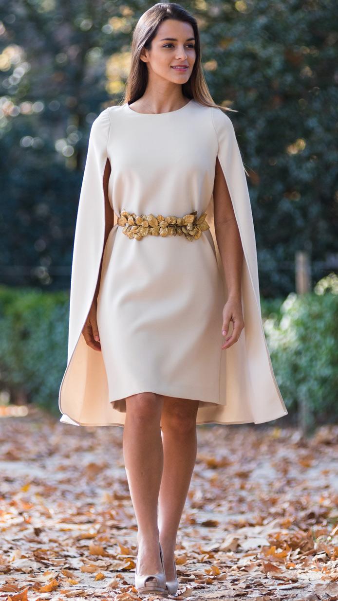 Vestido corto con capa 10