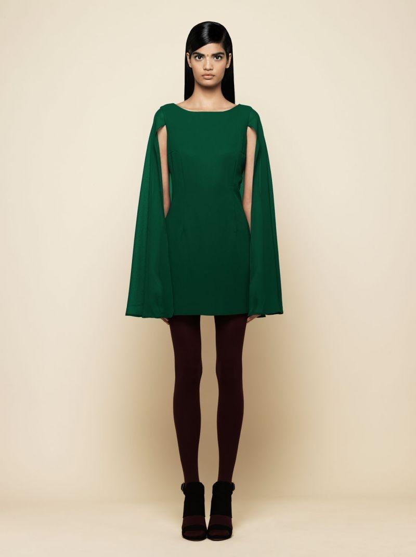 Vestido corto con capa 13