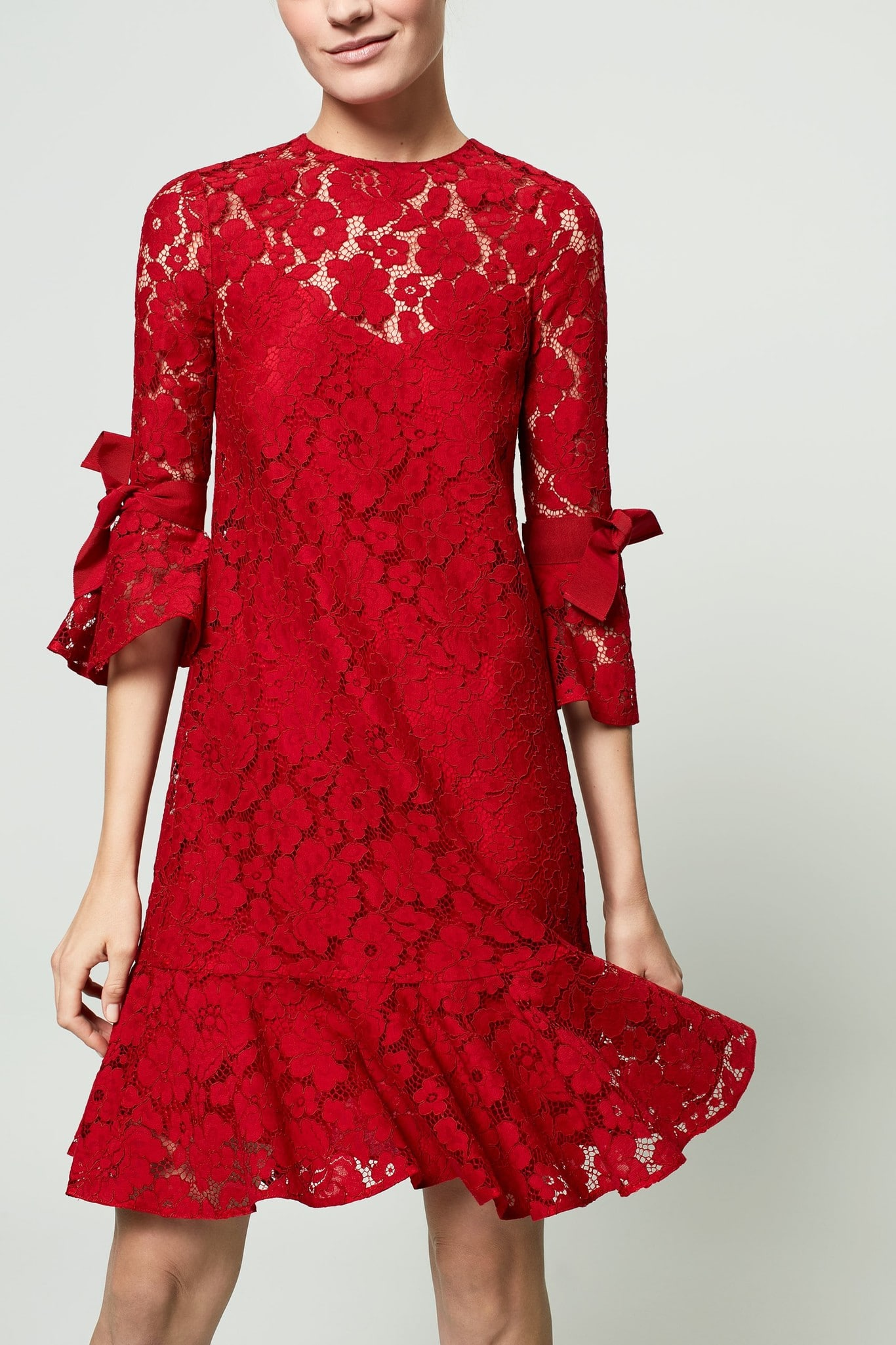 Vestido rojo corto encaje carolina herrera