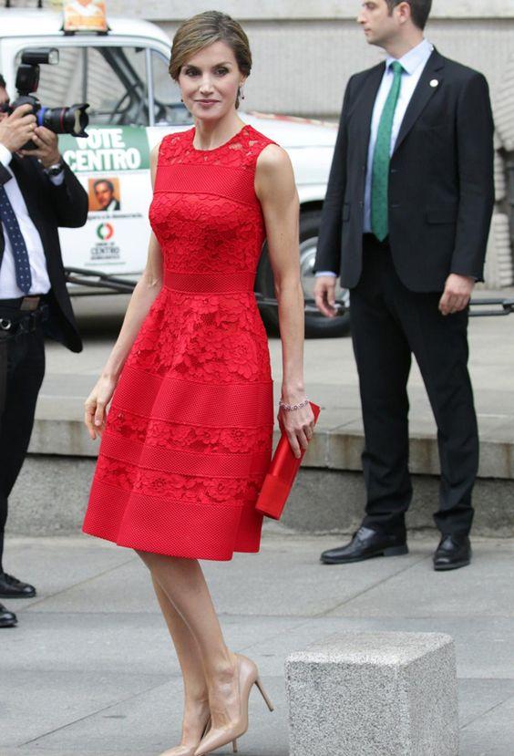 vestido rojo corto encaje reina letizia