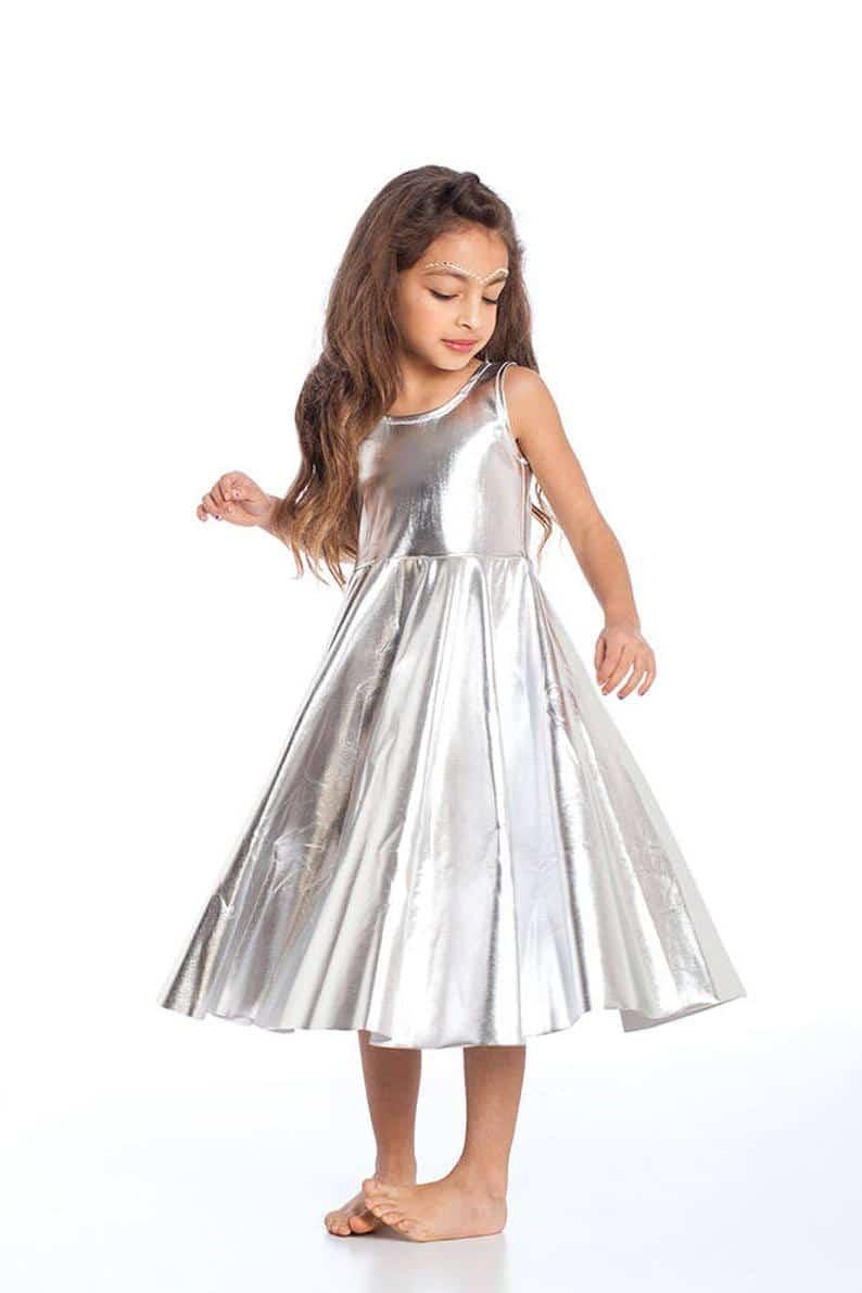 vestido plateado niñas volado