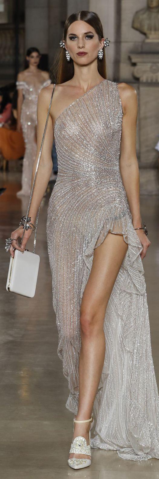 vestido plateado largo moderno