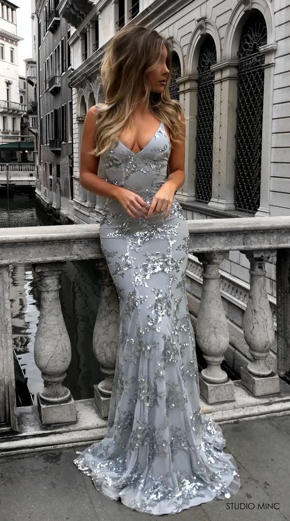 vestido plateado largo sirena