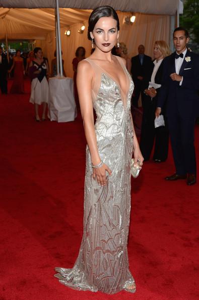 vestido plateado largo super escote
