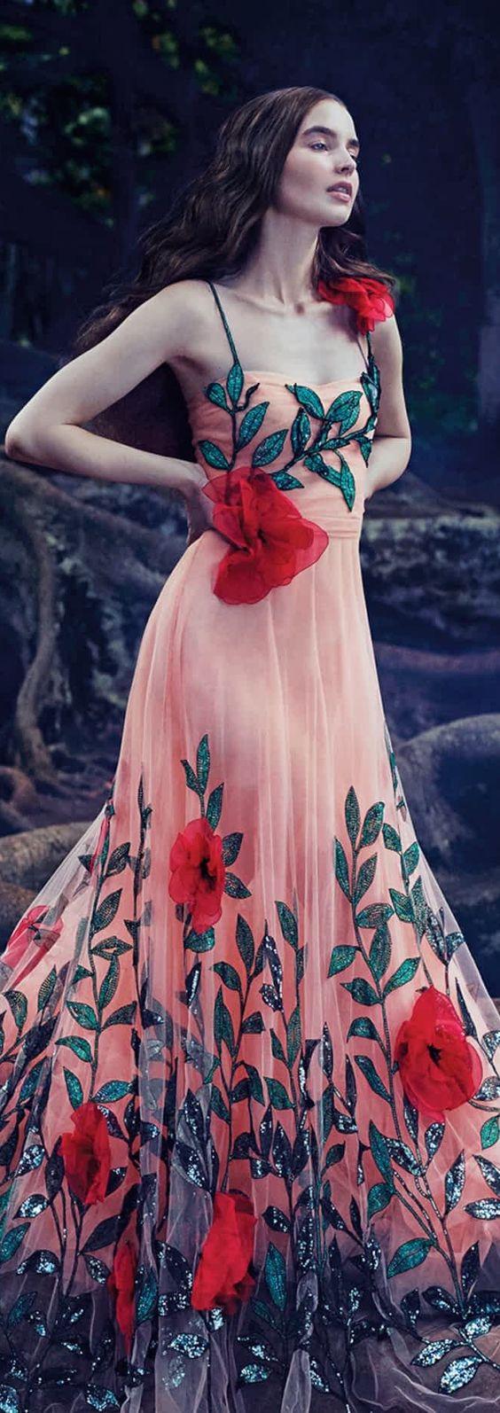 La última tendencia en vestidos bordados de flores - Vestidos Glam