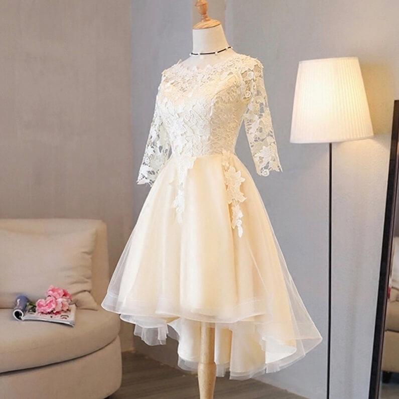 modelo de vestido corto para novia con encaje