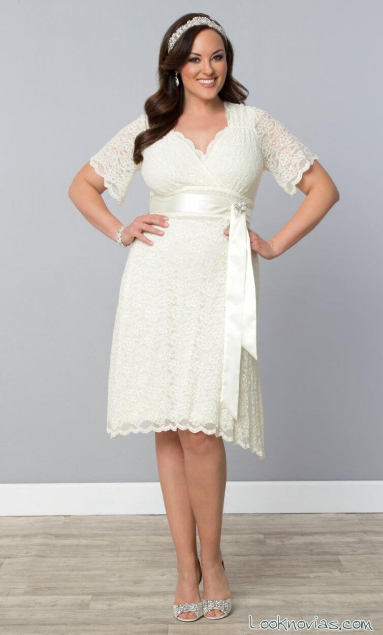 vestido corto de novia con cinturon de lazo gorditas