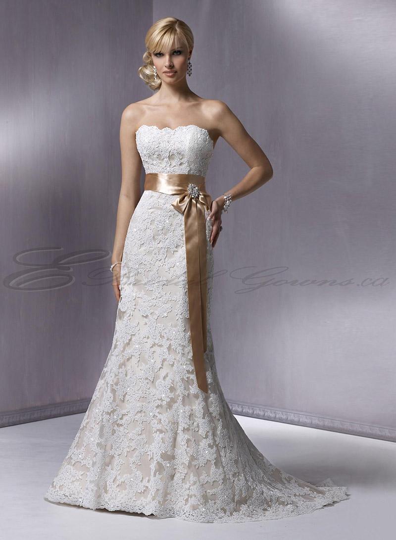 vestido de novia con encaje pegado al cuerpo