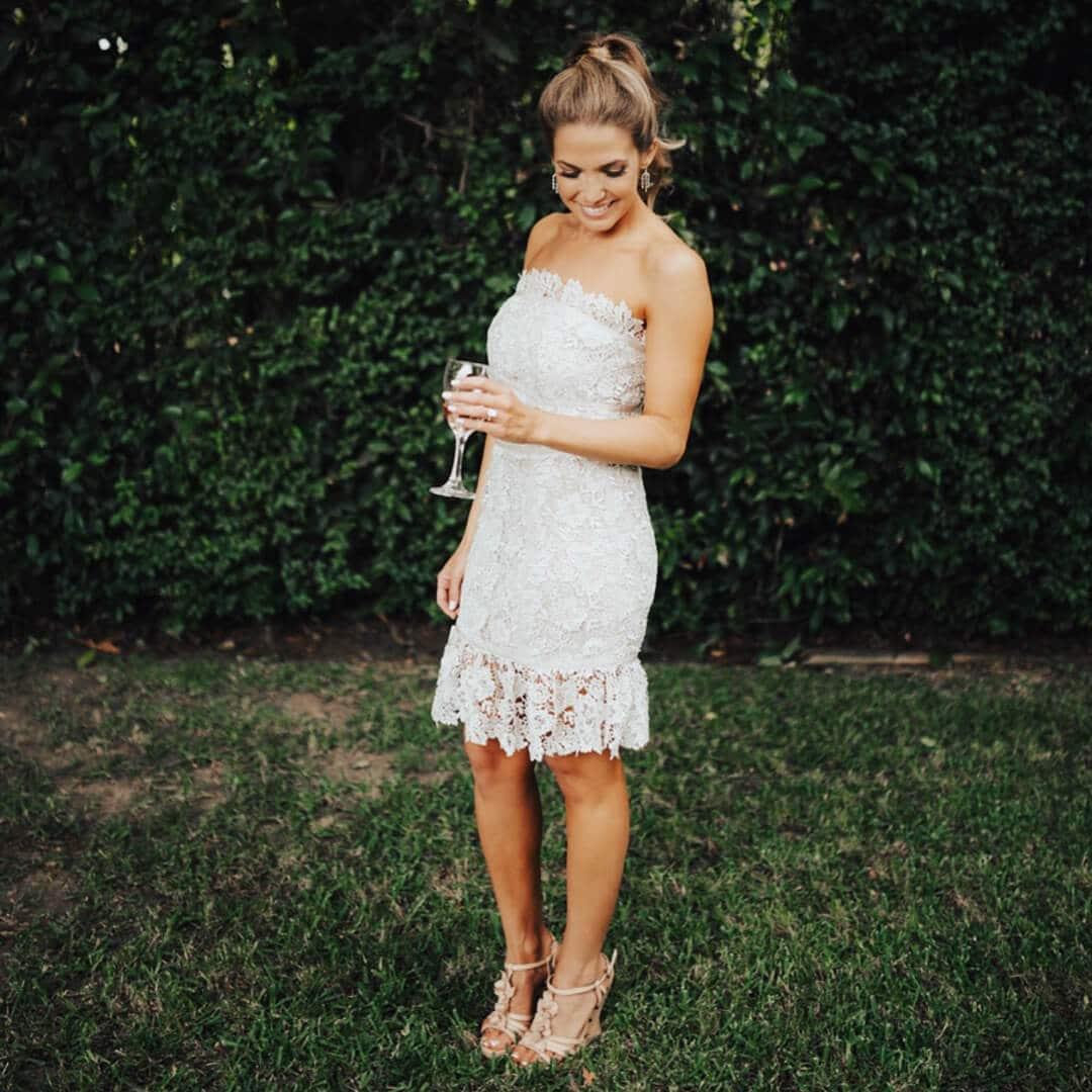 vestido de novia corto con encaje