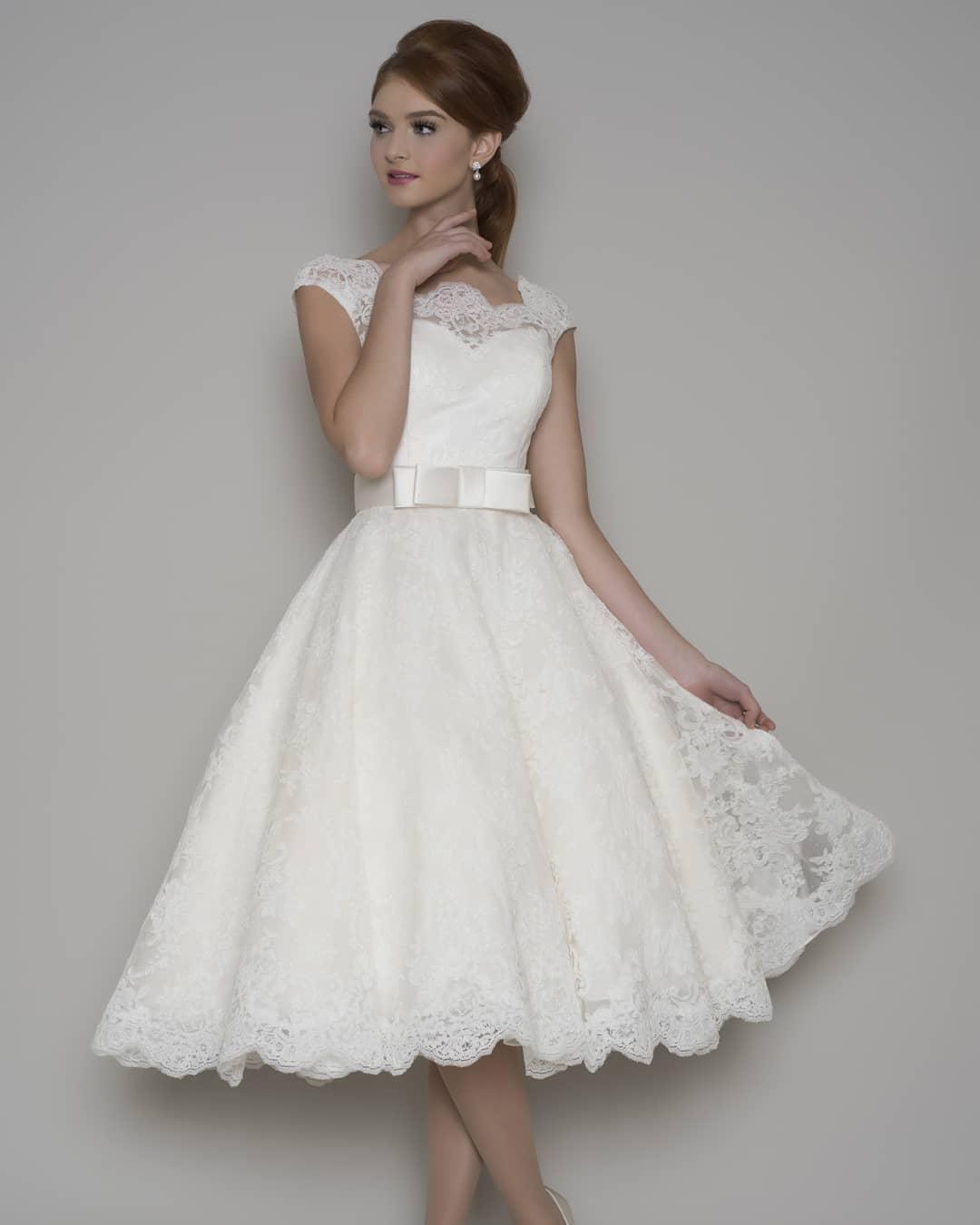 vestido de novia corto elegante y encaje