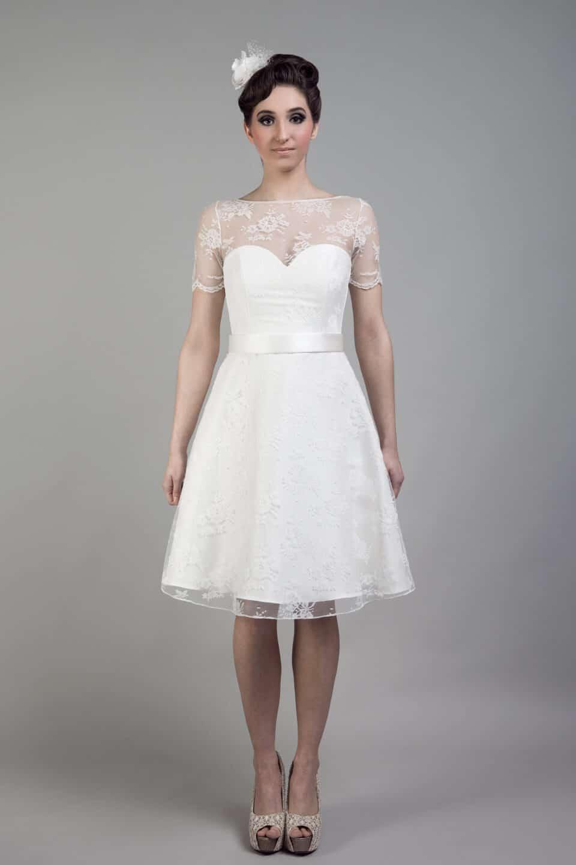 vestido de novia corto moderno con encaje