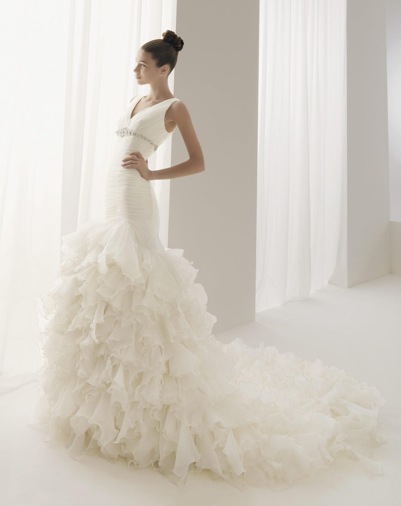 vestido de novia largo con cola moderno