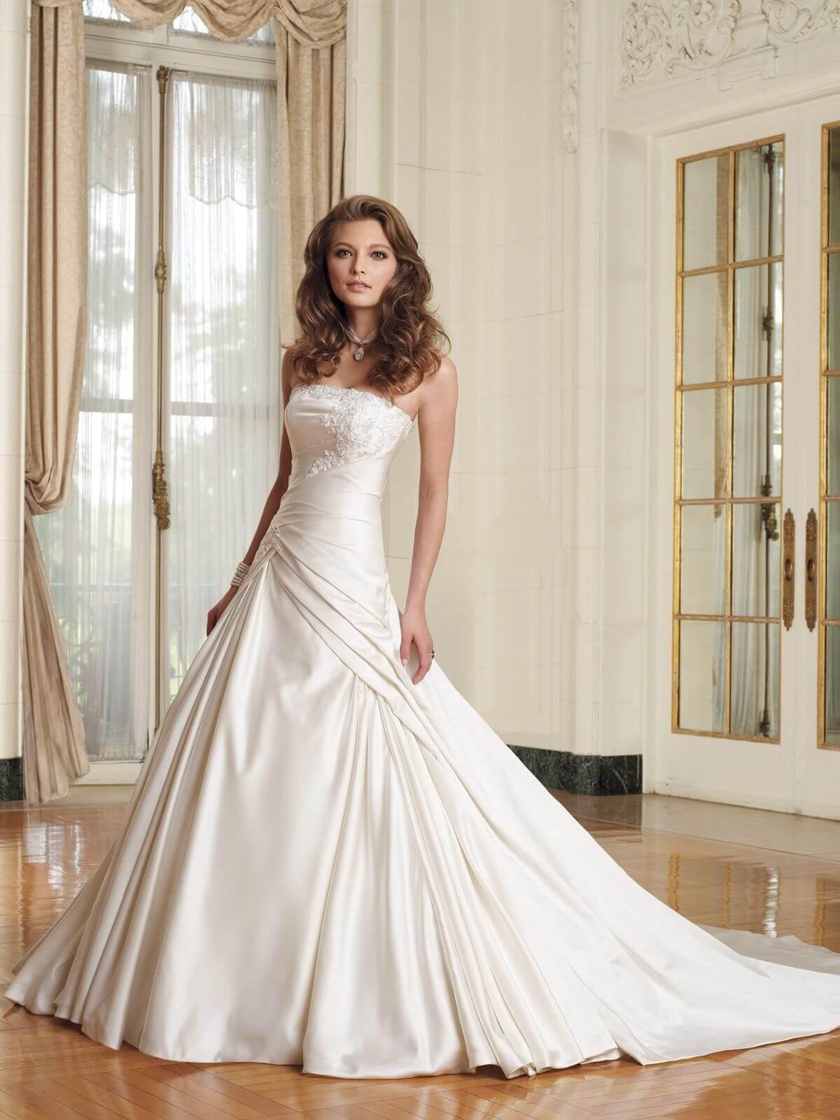 vestido de novia largo con cola y pinzas