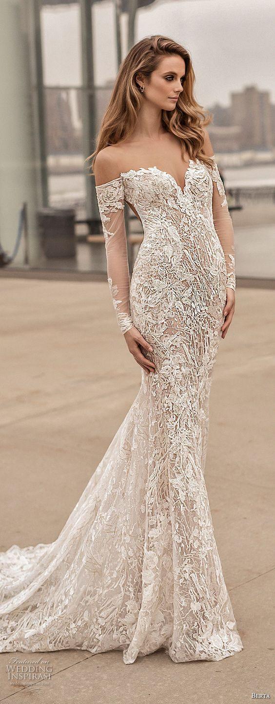 vestido de novia largo con encaje hombros libres