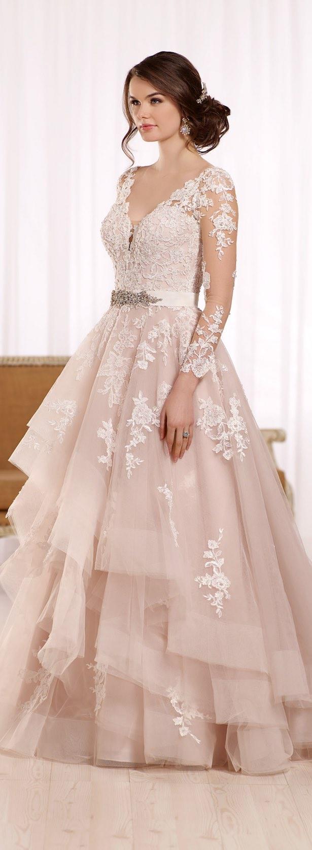 vestido de novia largo con encaje y cinturon