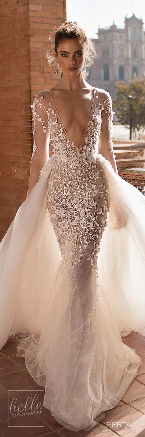 vestido de novia largo escotado con encaje transparente