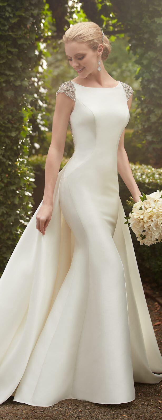 vestido de novia largo pegado al cuerpo sin mangas