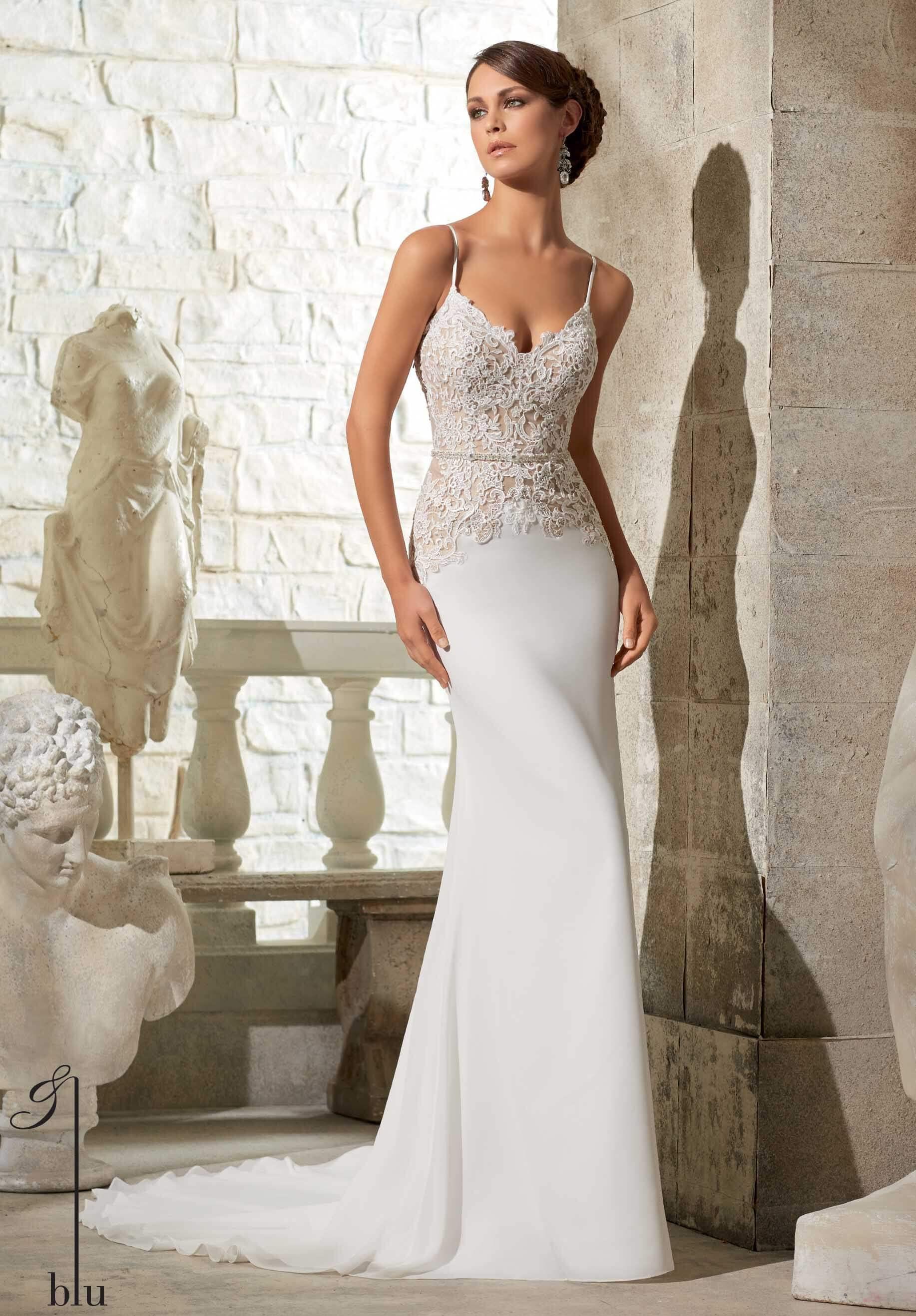 vestido de novia largo pegado al cuerpo y escote