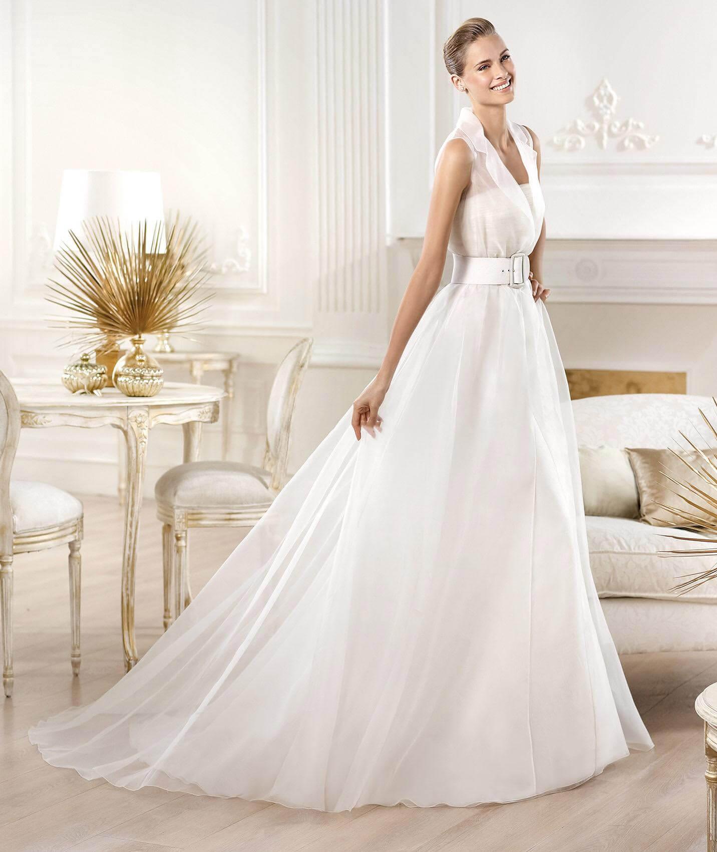 vestido de novia largo tradicional con cola y cinturon