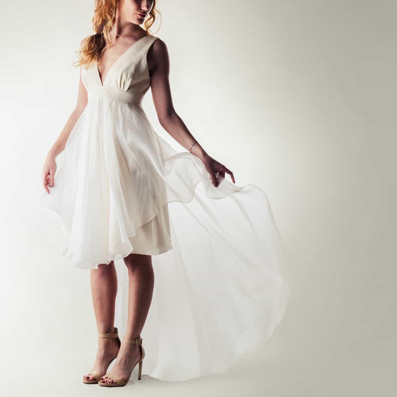 vestido de novia moderno con cola