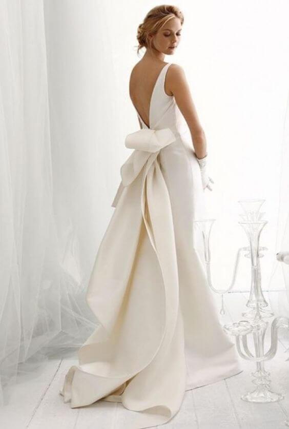 vestido de novia moderno espalda descubierta