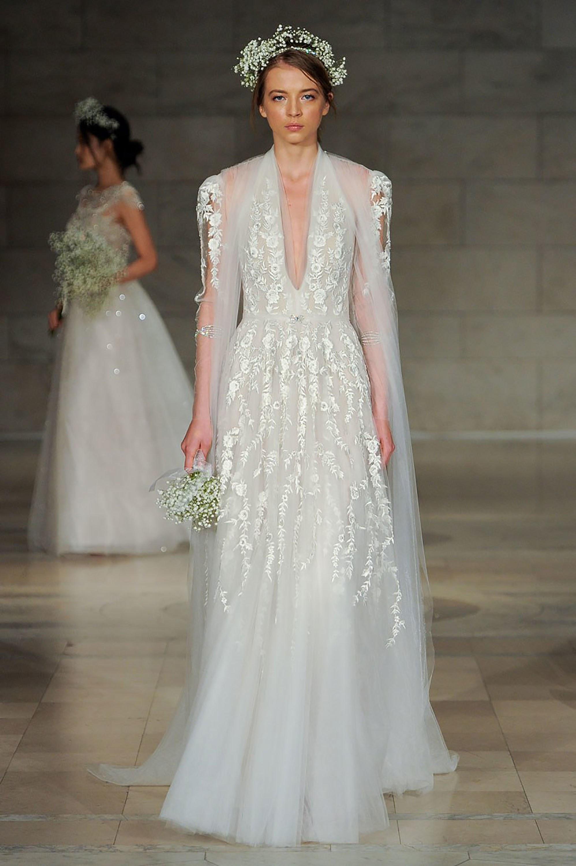 vestido de novia para 2018 con bordados y corona
