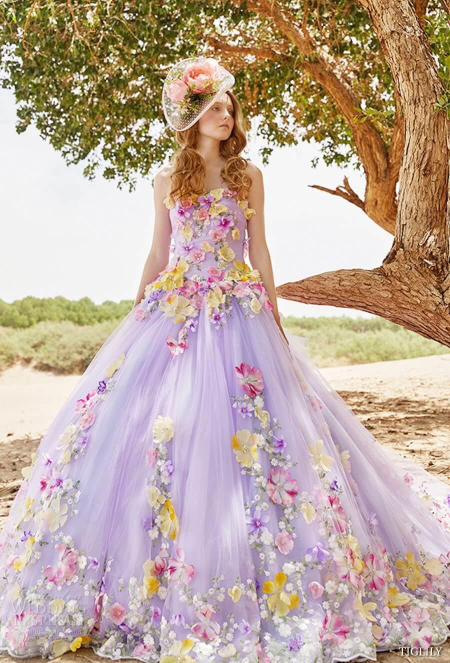 vestido de novia rosa con flores