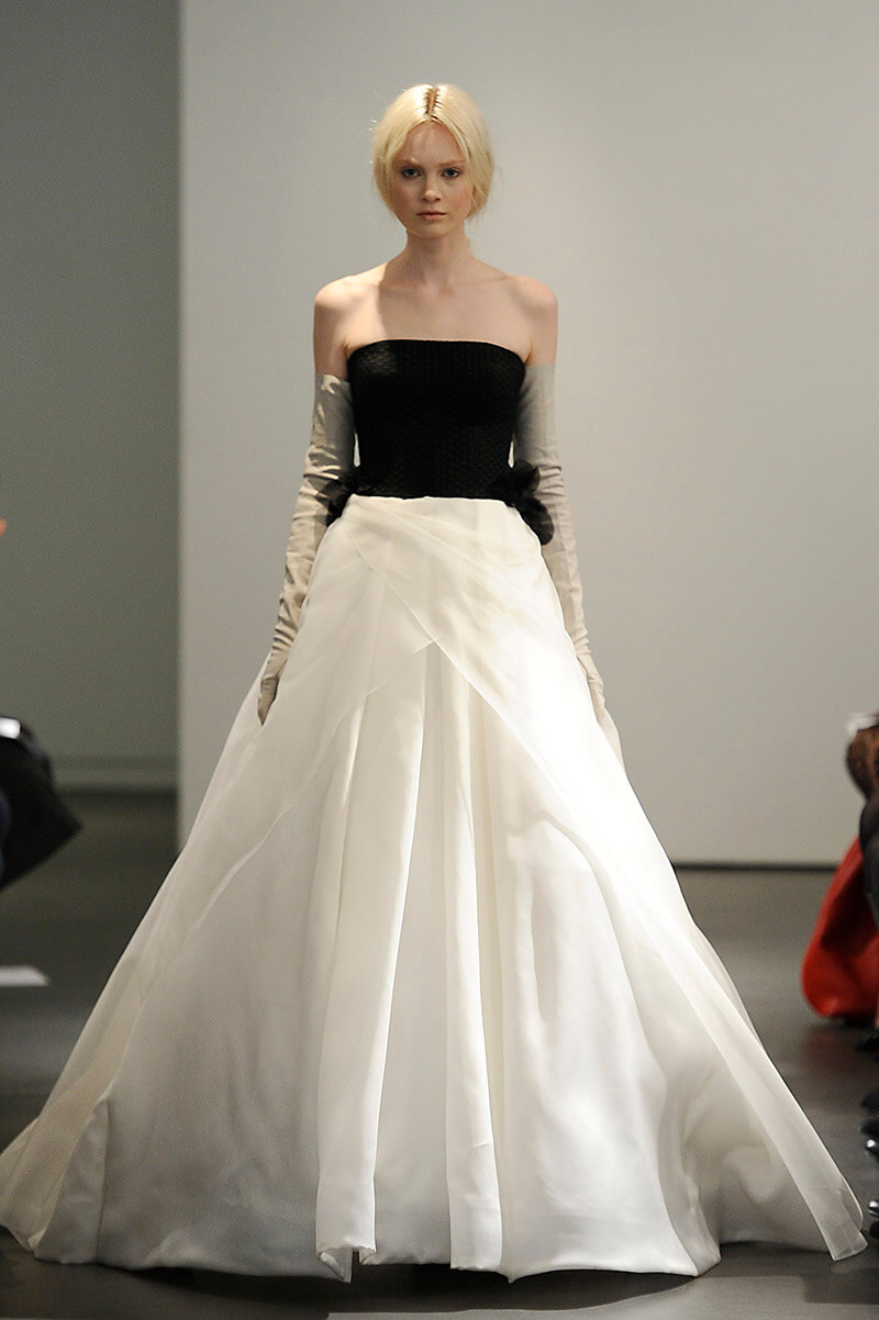 vestidos de novia modernos blanco y negro